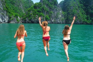 ONE DAY BOAT TRIP TO LAN HA BAY AND HA LONG BAY
