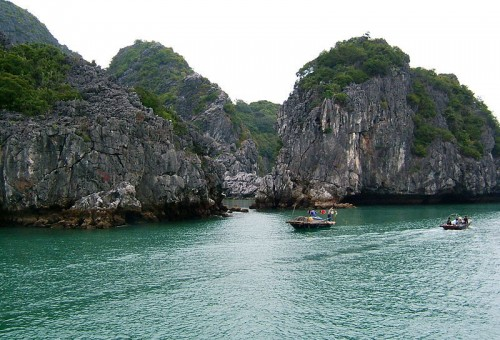 TWO DAYS - 1 NIGHT BOAT TRIP TO LAN HA-HA LONG AND BAI TU LONG BAY